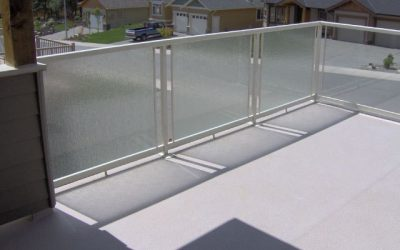 Deck featuring frosted and clear glass panel Railcraft railings and Duradek vinyl deck membrane.